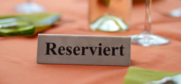 Einen Tisch reservieren